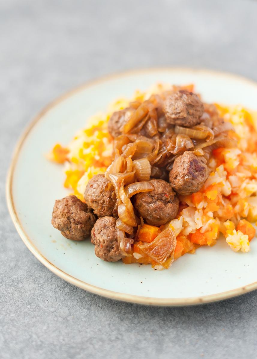 Een heerlijk voedzaam recept voor hutspot met knolselderij om je weer warm te krijgen tijdens de winter.